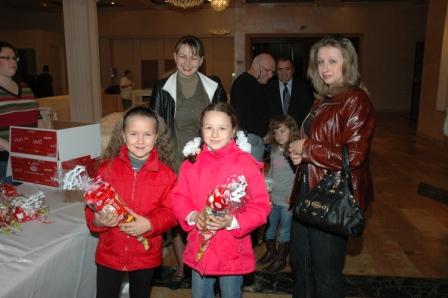 גלרייה - מסיבת חנוכה לילדי הבורסה 23.12.08 תמונה 1 מתוך 68