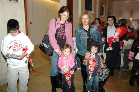 גלרייה - מסיבת חנוכה לילדי הבורסה 23.12.08 תמונה 5 מתוך 68
