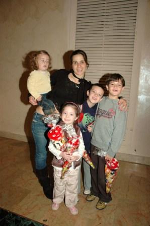 גלרייה - מסיבת חנוכה לילדי הבורסה 23.12.08 תמונה 12 מתוך 68