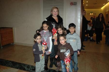 גלרייה - מסיבת חנוכה לילדי הבורסה 23.12.08 תמונה 13 מתוך 68