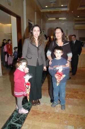 גלרייה - מסיבת חנוכה לילדי הבורסה 23.12.08 תמונה 15 מתוך 68