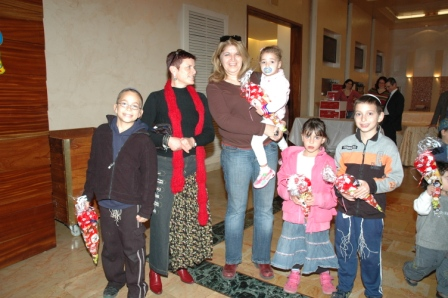 גלרייה - מסיבת חנוכה לילדי הבורסה 23.12.08 תמונה 17 מתוך 68