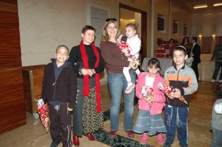 גלרייה - מסיבת חנוכה לילדי הבורסה 23.12.08 תמונה 18 מתוך 68