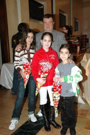 גלרייה - מסיבת חנוכה לילדי הבורסה 23.12.08 תמונה 19 מתוך 68