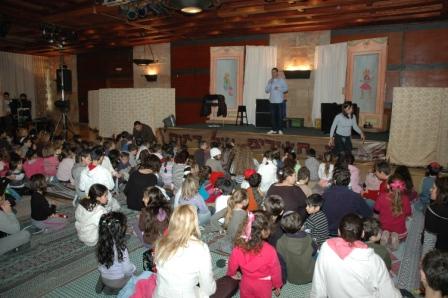 גלרייה - מסיבת חנוכה לילדי הבורסה 23.12.08 תמונה 25 מתוך 68