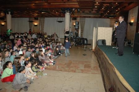 גלרייה - מסיבת חנוכה לילדי הבורסה 23.12.08 תמונה 29 מתוך 68
