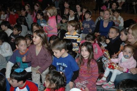 גלרייה - מסיבת חנוכה לילדי הבורסה 23.12.08 תמונה 30 מתוך 68