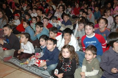 גלרייה - מסיבת חנוכה לילדי הבורסה 23.12.08 תמונה 31 מתוך 68