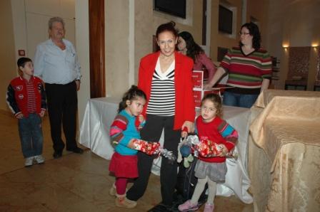 גלרייה - מסיבת חנוכה לילדי הבורסה 23.12.08 תמונה 4 מתוך 68