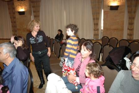 גלרייה - מסיבת חנוכה לילדי הבורסה 23.12.08 תמונה 40 מתוך 68