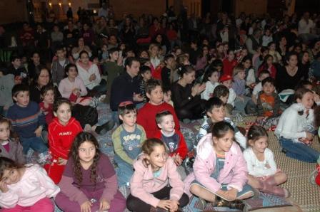 גלרייה - מסיבת חנוכה לילדי הבורסה 23.12.08 תמונה 54 מתוך 68