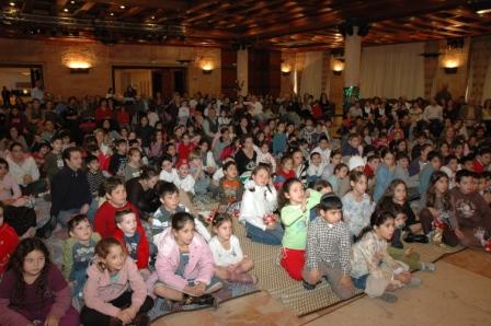 גלרייה - מסיבת חנוכה לילדי הבורסה 23.12.08 תמונה 55 מתוך 68