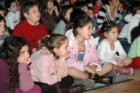 גלרייה - מסיבת חנוכה לילדי הבורסה 23.12.08 תמונה 60 מתוך 68