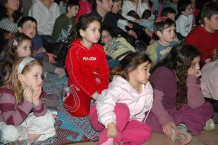גלרייה - מסיבת חנוכה לילדי הבורסה 23.12.08 תמונה 61 מתוך 68