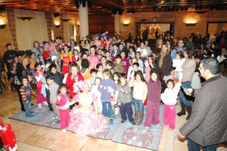 גלרייה - מסיבת חנוכה לילדי הבורסה 23.12.08 תמונה 63 מתוך 68