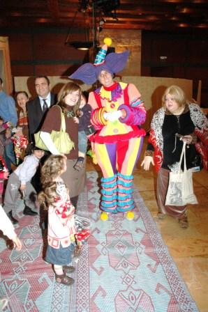 גלרייה - מסיבת חנוכה לילדי הבורסה 23.12.08 תמונה 66 מתוך 68