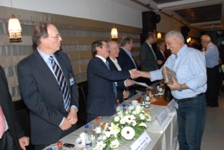 גלרייה - טקס סיום קורס (26 ו-27) חברים חדשים 21.12.2009 תמונה 31 מתוך 76