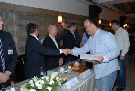 גלרייה - טקס סיום קורס (26 ו-27) חברים חדשים 21.12.2009 תמונה 32 מתוך 76