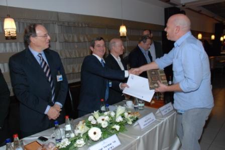 גלרייה - טקס סיום קורס (26 ו-27) חברים חדשים 21.12.2009 תמונה 34 מתוך 76