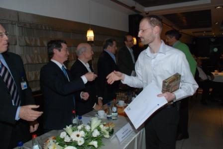 גלרייה - טקס סיום קורס (26 ו-27) חברים חדשים 21.12.2009 תמונה 40 מתוך 76