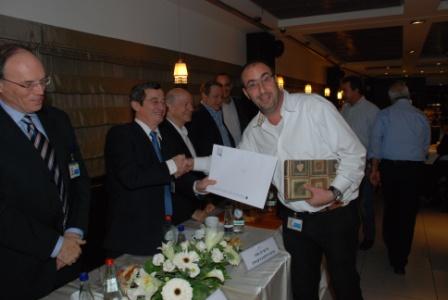 גלרייה - טקס סיום קורס (26 ו-27) חברים חדשים 21.12.2009 תמונה 45 מתוך 76