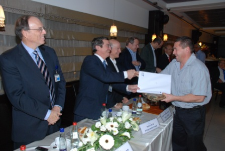 גלרייה - טקס סיום קורס (26 ו-27) חברים חדשים 21.12.2009 תמונה 54 מתוך 76