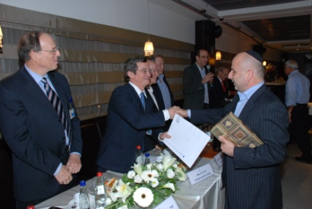 גלרייה - טקס סיום קורס (26 ו-27) חברים חדשים 21.12.2009 תמונה 59 מתוך 76