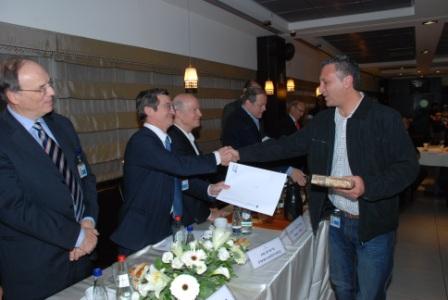 גלרייה - טקס סיום קורס (26 ו-27) חברים חדשים 21.12.2009 תמונה 61 מתוך 76