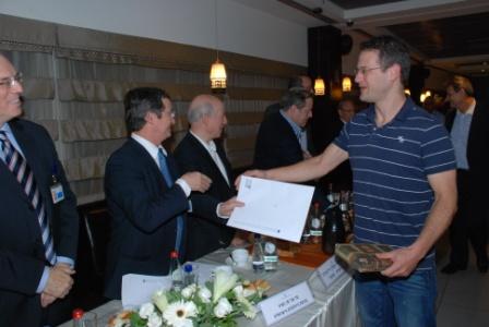 גלרייה - טקס סיום קורס (26 ו-27) חברים חדשים 21.12.2009 תמונה 63 מתוך 76