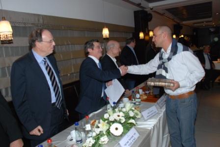 גלרייה - טקס סיום קורס (26 ו-27) חברים חדשים 21.12.2009 תמונה 73 מתוך 76