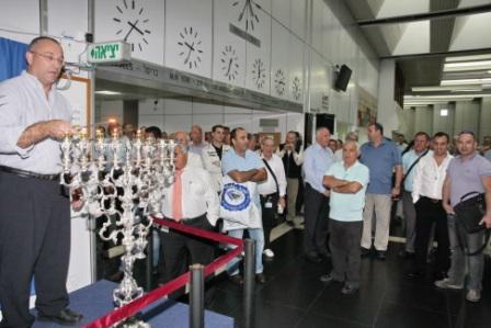 גלרייה - הדלקת נרות חנוכה 1-8.12.2010 תמונה 32 מתוך 81