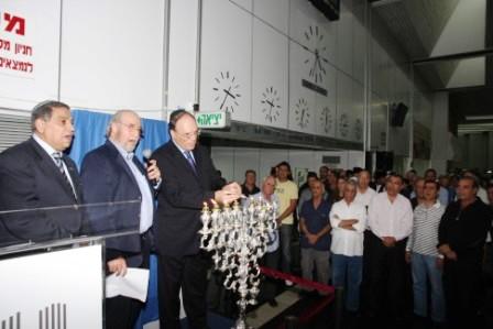 גלרייה - הדלקת נרות חנוכה 1-8.12.2010 תמונה 44 מתוך 81