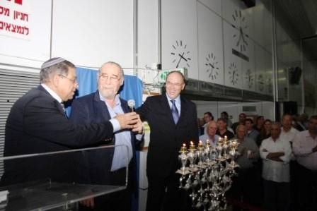 גלרייה - הדלקת נרות חנוכה 1-8.12.2010 תמונה 45 מתוך 81