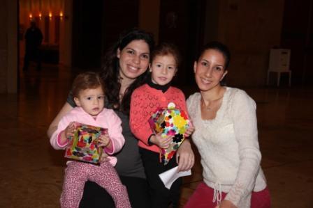 גלרייה - מסיבת חנוכה לילדי הבורסה (דימול) 6.12.2010 תמונה 14 מתוך 63