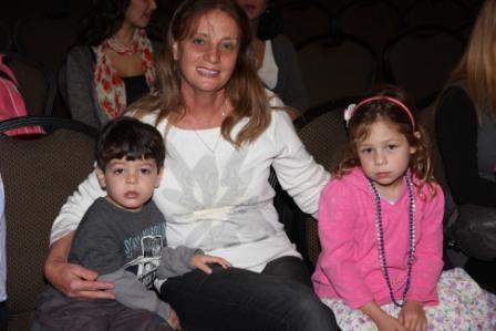 גלרייה - מסיבת חנוכה לילדי הבורסה (דימול) 6.12.2010 תמונה 18 מתוך 63