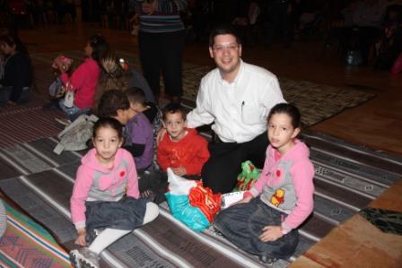גלרייה - מסיבת חנוכה לילדי הבורסה (דימול) 6.12.2010 תמונה 20 מתוך 63