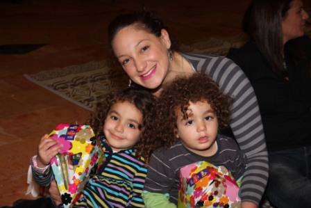 גלרייה - מסיבת חנוכה לילדי הבורסה (דימול) 6.12.2010 תמונה 25 מתוך 63