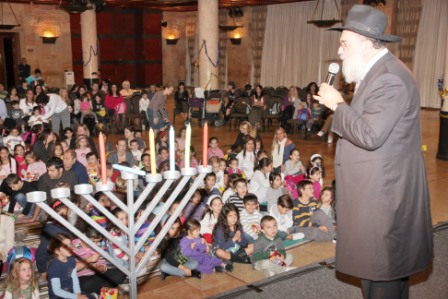 גלרייה - מסיבת חנוכה לילדי הבורסה (דימול) 6.12.2010 תמונה 28 מתוך 63