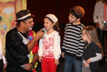 גלרייה - מסיבת חנוכה לילדי הבורסה (דימול) 6.12.2010 תמונה 32 מתוך 63