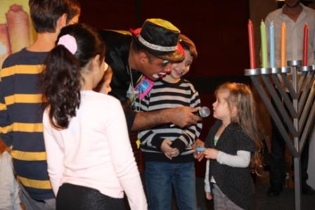 גלרייה - מסיבת חנוכה לילדי הבורסה (דימול) 6.12.2010 תמונה 34 מתוך 63