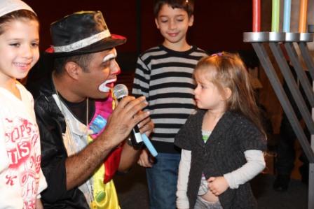 גלרייה - מסיבת חנוכה לילדי הבורסה (דימול) 6.12.2010 תמונה 35 מתוך 63