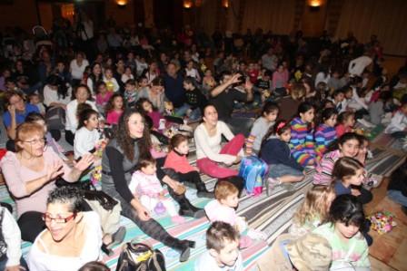 גלרייה - מסיבת חנוכה לילדי הבורסה (דימול) 6.12.2010 תמונה 37 מתוך 63