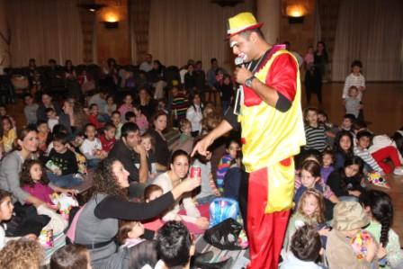 גלרייה - מסיבת חנוכה לילדי הבורסה (דימול) 6.12.2010 תמונה 40 מתוך 63