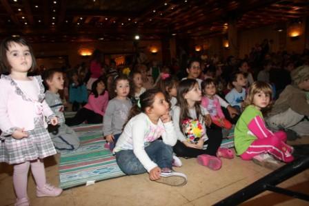 גלרייה - מסיבת חנוכה לילדי הבורסה (דימול) 6.12.2010 תמונה 44 מתוך 63
