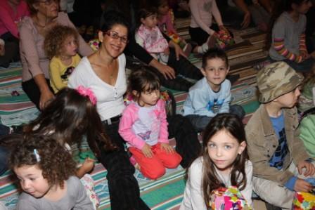 גלרייה - מסיבת חנוכה לילדי הבורסה (דימול) 6.12.2010 תמונה 46 מתוך 63