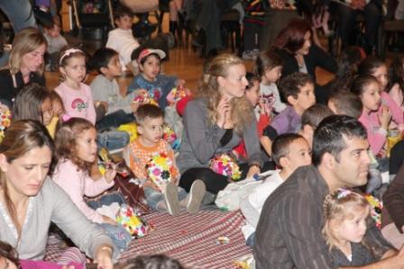גלרייה - מסיבת חנוכה לילדי הבורסה (דימול) 6.12.2010 תמונה 47 מתוך 63