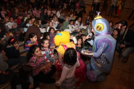 גלרייה - מסיבת חנוכה לילדי הבורסה (דימול) 6.12.2010 תמונה 48 מתוך 63