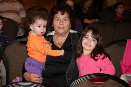 גלרייה - מסיבת חנוכה לילדי הבורסה (דימול) 6.12.2010 תמונה 49 מתוך 63