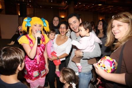 גלרייה - מסיבת חנוכה לילדי הבורסה (דימול) 6.12.2010 תמונה 55 מתוך 63