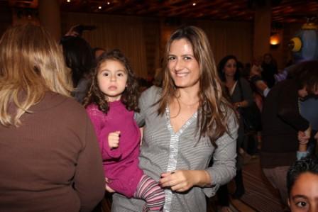 גלרייה - מסיבת חנוכה לילדי הבורסה (דימול) 6.12.2010 תמונה 56 מתוך 63